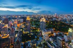 Dopo paesaggio urbano di Bangkok di tramonto Immagini Stock