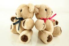 Doppel-Teddy Bears mit Bändern Stockbilder