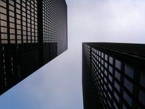 Doppelbüro-Kontrolltürme Lizenzfreie Stockfotografie