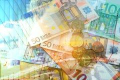 Doppelbelichtung der Stadt, des Diagramms, der Banknote und des Münzengeldes Stockfotos