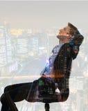 Doppelbelichtung des Geschäftsmannes mit Stadtbild lizenzfreie stockfotos