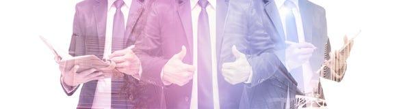 Doppelbelichtung des Geschäftsmannes mit Stadtbild, modernes Glas-Busi lizenzfreies stockfoto