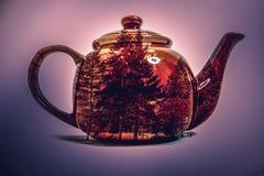 Doppelbelichtung des Teetopfes stockbilder