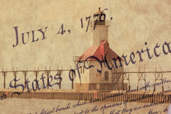 Doppelbelichtungs-St- Josephnordpierleuchtturm entlang Küstenlinie des Michigansees mit US-Konstitutionshintergrund lizenzfreie stockbilder