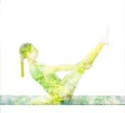 Doppelbelichtungsbild der Frau Yoga asana tuend lizenzfreie stockfotografie