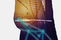 Doppelbelichtungsbild von Geschäftsmann-Hold Wireless Digital-Tabelle lizenzfreie stockfotografie