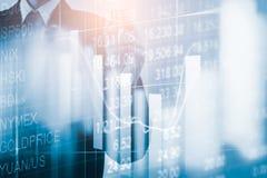 Doppelbelichtungsgeschäftsmann und Börse oder Devisen stellen Klage grafisch dar Stockfoto