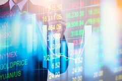 Doppelbelichtungsgeschäftsmann und Börse oder Devisen stellen Klage grafisch dar Lizenzfreie Stockfotos