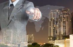 Doppelbelichtungsgeschäftsmannkonzept-Weltnetz und realestate Stockfotografie