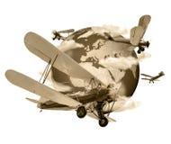 Doppeldecker, die rund um den Globus Sepia fliegen Lizenzfreie Stockfotos