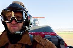 Doppeldecker im Flug stockbild