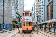 Doppeldecker-Straßenbahn-Weisen des Reisens in Hong Kong Stockbilder