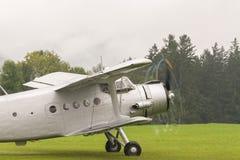 Doppeldecker - vorbildliches Biplane - Flugzeuge Stockbild