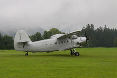 Doppeldecker - vorbildliches Biplane - Flugzeuge Stockfotografie