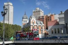 Doppeldeckerbesichtigungsbus in Madrid Stockfoto