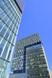 Doppelgeschäftskontrolltürme - Architekturaufbau Stockfoto