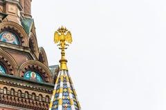 Doppelköpfiger Adler auf dem Turm der Kirche des Retters an Lizenzfreie Stockbilder