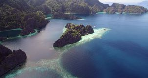 Doppellagune in Coron, Philippinen Schöne Landschaft mit Natur, Sulu-Meer, stock video footage