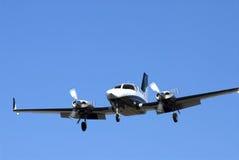 Doppelmotor-Flugzeug lizenzfreie stockfotografie