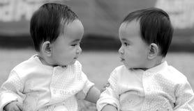 Doppelschwestern Stockbilder