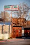 Doppelstrich im historischen Dorf der einzigen Kiefer - EINZIGE KIEFER CA, USA - 29. MÄRZ 2019 lizenzfreies stockfoto