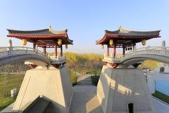 Doppelte Bogenbrücken auf die Oberseite des Hauptgebäudes von datang furong arbeiten, luftgetrockneter Ziegelstein rgb im Garten Stockfotografie