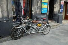Doppelte Fahrräder für Miete Stockfotografie