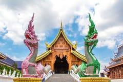 Doppelte Nagas, welche die buddhistische Kirche, Chiang Mai schützen Stockfotos