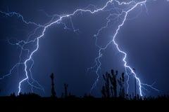 Doppelte Problem-Wolke, zum des Blitzes zu reiben Stockbild