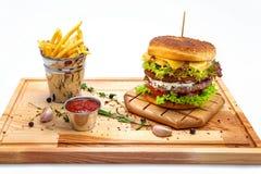 Doppelter Cheeseburger mit Fischrogen Stockfoto
