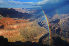 Doppelter Regenbogen über Grand Canyon Stockfotografie