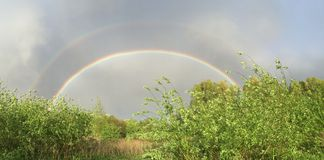 Doppelter Regenbogen! Lizenzfreie Stockfotografie