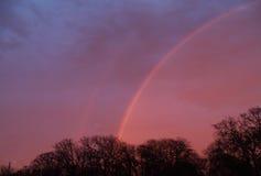 Doppelter Regenbogen lizenzfreies stockbild