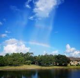 Doppelter Regenbogen des Morgens Lizenzfreies Stockfoto