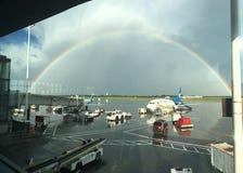Doppelter Regenbogen in Ottawa-Flughafen Stockbild