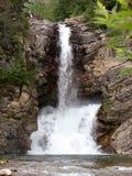 Doppelter Wasserfall mittleren Sommer Stockbilder