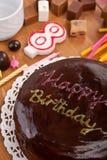 Doppeltes überlagerter Schokoladenkuchen Stockbilder