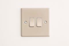 Doppeltes Lightswitch auf einer weißen Wand Stockbilder