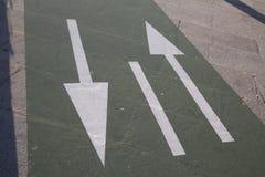 Doppeltes Pfeilzeichen lizenzfreies stockbild