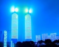 Doppelturm-ecke der modernen Stadtstraße Stockbild