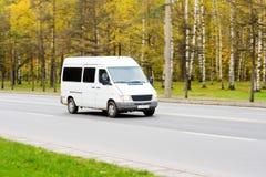 Doppelventilkegel-Bus busines Fahrzeug Lizenzfreie Stockfotografie