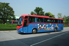 Doppelventilkegelbus Hong- Kongdisneyland. Lizenzfreies Stockfoto