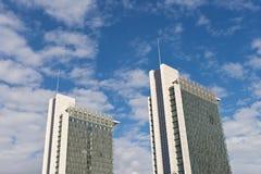 Doppelwolkenkratzer Stockfoto