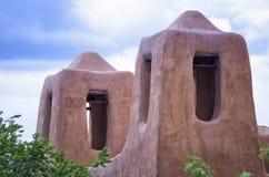 Adobe-Türme in Santa Fe Lizenzfreie Stockfotos