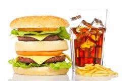 Doppi cheeseburger, soda e patate fritte immagine stock