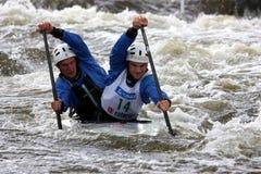 Doppia concorrenza di slalom della canoa Fotografia Stock