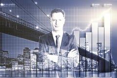 Doppia esposizione con l'uomo d'affari ed il grafico di affari fotografie stock