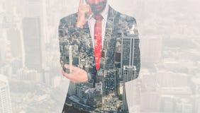 Doppia esposizione con l'uomo e la città di affari Fotografia Stock Libera da Diritti
