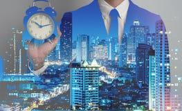 Doppia esposizione del fondo della città dell'uomo di affari di successo Tempo per Fotografia Stock Libera da Diritti