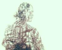 Doppia esposizione dell'essere umano con i modelli della natura immagini stock